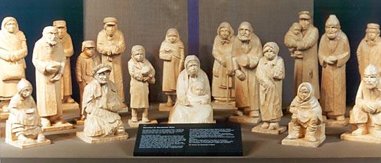 Holzfiguren aus dem Zyklus